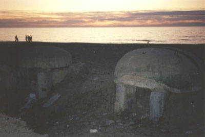 artsy bunker at sunset pic